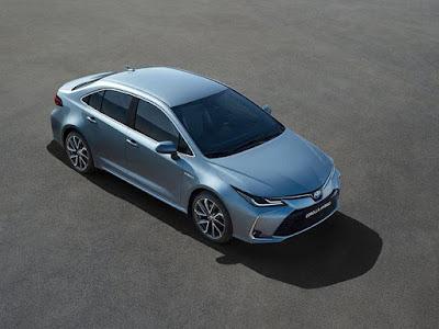 """بالصور.. تويوتا تقدم """"Corolla"""" الجديدة بثلاثة موديلات"""