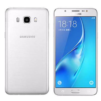 Spesifikasi  Samsung Galaxy J5 2016   Gunakan aplikasi dan fitur seperti wifi, paket data, location dengan bijak. Matikan ketika tidak digunakan. Hapus aplikasi yang sedang berjalan pada task manager agar tidak membebani smartphone. Jangan gunakan lampu LED sebagai senter dalam waktu yang cukup lama karena akan meningkatkan suhu baterai dan body smartphone.   Kenapa Samsung Galaxy J5 cepat panas? Pertanyaan tersebut sering kali terdengar oleh pengguna Galaxy J5 belakangan ini. Prelovers tidak perlu khawatir, kami akan coba mengulas alasan mengapa Galaxy J5 cepat panas dan tips untuk merawat ponsel pintarmu agar tetap tahan lama dan terhindar dari suhu tinggi. Gejala cepat panas pada smartphone hampir dialami oleh beberapa ponsel tipe lainnya dan masih tergolong wajar. Namun, ada beberapa hal yang harus segera ditangani agar smartphone tidak mengeluarkan panas berlebih bahkan meledak.           Baterai merupakan komponen terpenting pada sebuah ponsel karena menopang dari semua aktivitas yang dilakukan ponsel. Semakin canggih teknologi dan banyak fitur yang ditawarkan pada smartphone, maka secara tidak langsung juga akan menguras tenaga baterai. Salah satu kendala yang dihadapi smartphone saat ini adalah daya baterai yang cepat habis dan panas. Hal tersebut karena banyak fitur yang aktif dan terus berjalan sehingga