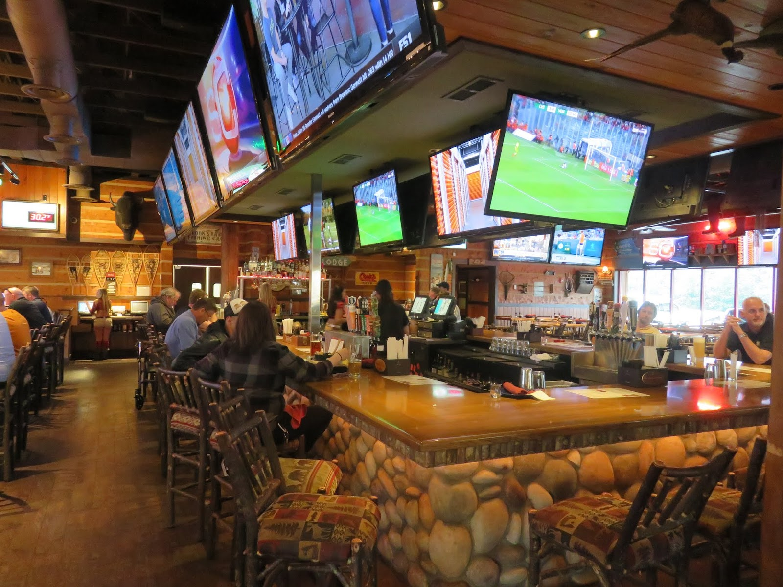 A Huge Bar Dominates The Center Of This Restaurant Note Tv S Is Definitely Sports On Steroids