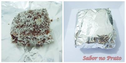 Bolo Gelado de chocolate e embrulhado no papel alumínio.