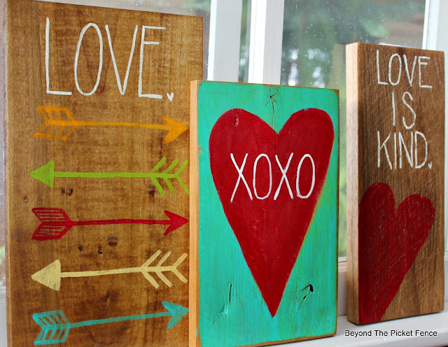Easy Painted Signs for Valentines Day