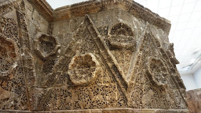 Fachada del palacio del califa Mshatta