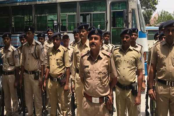 faridabad-police-march-before-election-12-may-2019-news
