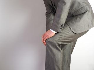 膝の痛みがある男性