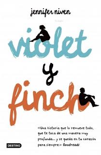 Portada de la novela Violet y Finch, de Jenniffer Niven, que es un fondo blanco con el nombre de Violet en azul, y el de Finch en rojo, teniendo una silueta femenina y masculina en los nombres, respectivamente.