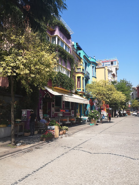 ISTANBUL TRAVEL GUIDE - ACCOMMODATION AND FOOD IN ISTANBUL