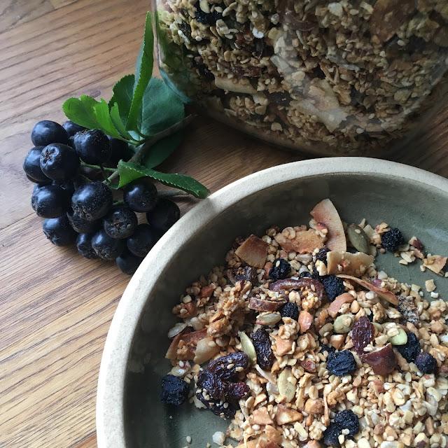 "Tørket aronia i hjemmelaget granola; ""a match made in heaven"" Foto: Ellen Dyb Wedeld"