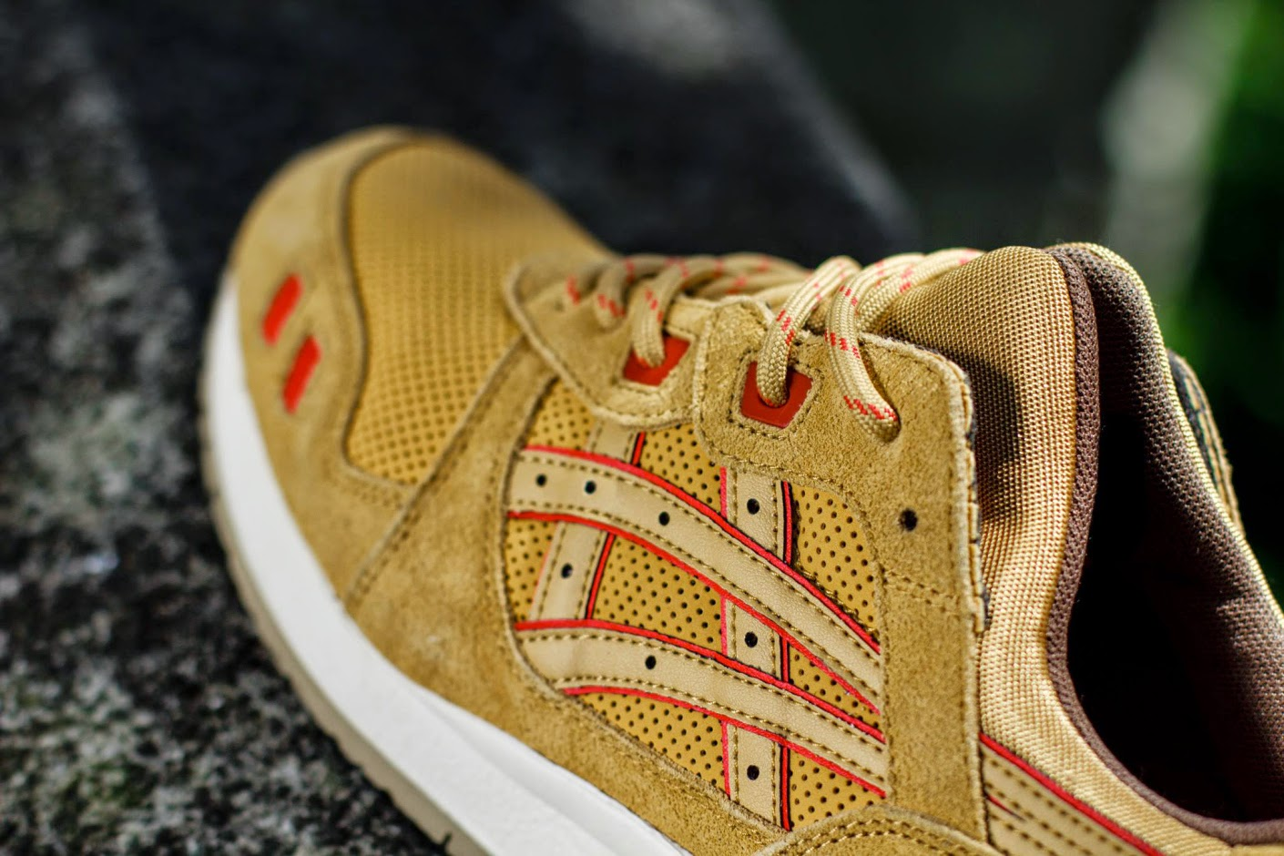 "af892f5716a0 One of ASICS s most popular retro runners gets a condiment-inspired makeover  for Fall 2014 with the release of the ""Honey Mustard"" edition of the Gel  Lyte ..."