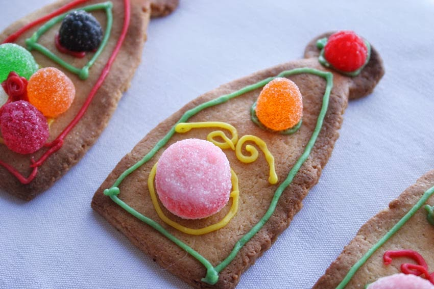 Galletas decoradas con chuches para tarta corona2