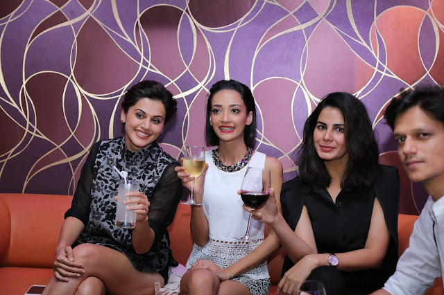 Taapsee Pannu,  Andrea Tarian, Kirti Kulhari enjoying the drinks at IQ The Lounge Bar -min
