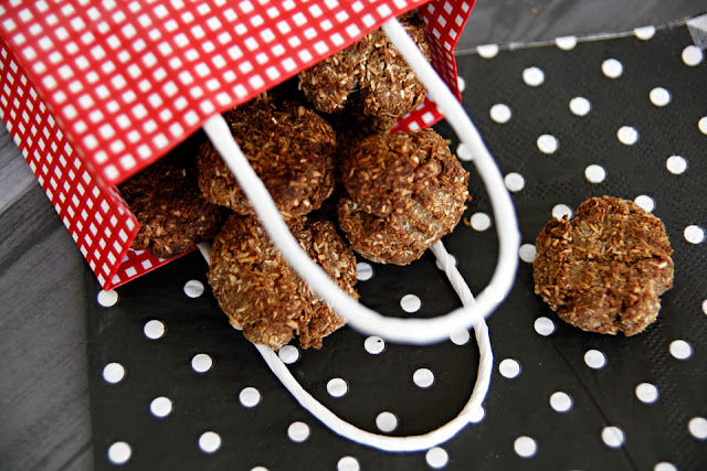 http://dalmatiandiy.blogspot.co.nz/2015/09/recipe-crunchy-coconut-carob-dog-cookies.html