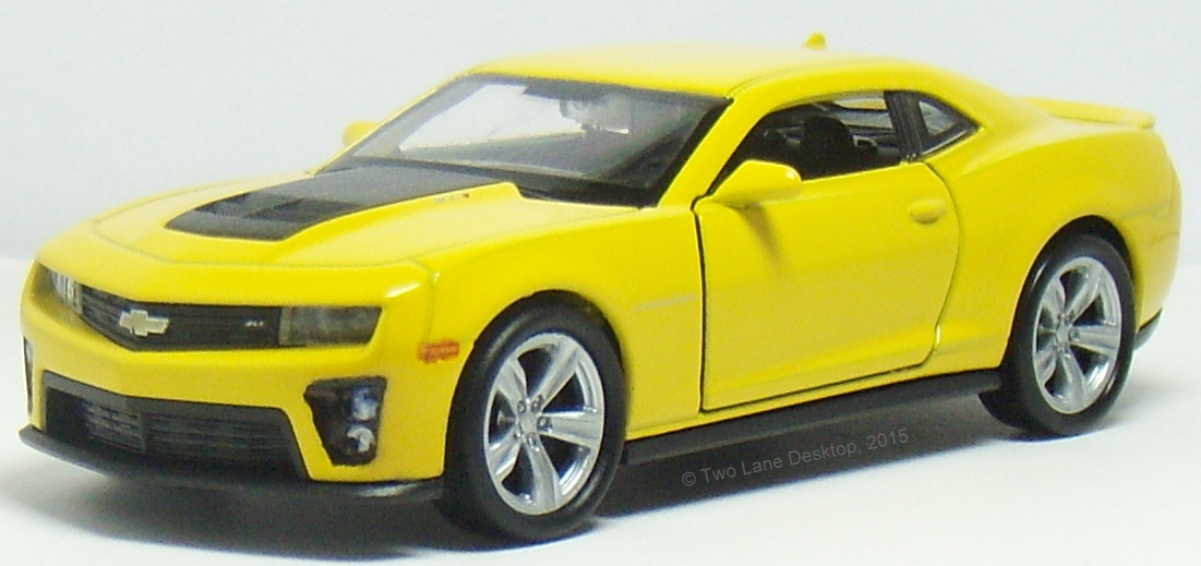 two lane desktop welly 1 43 and hot wheels 1 64 2012 chevy camaro zl1. Black Bedroom Furniture Sets. Home Design Ideas