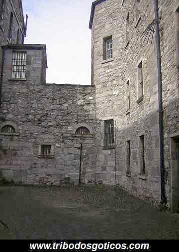 prisão de pedra fechada