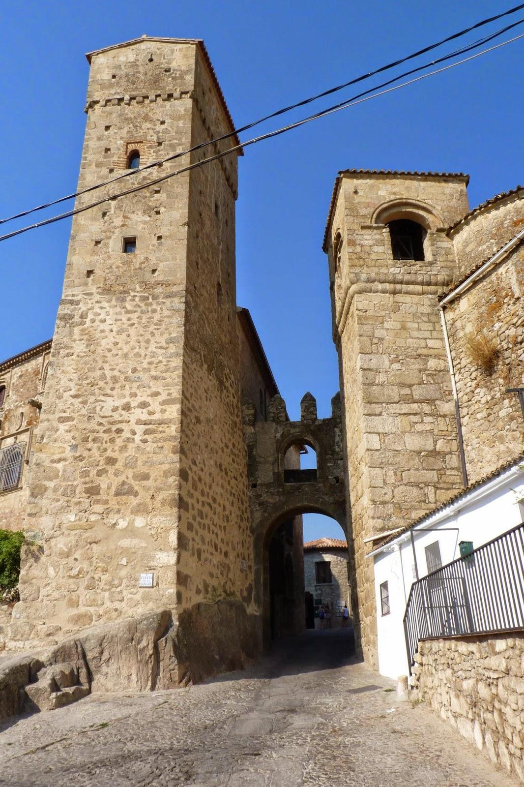 Trujillo, Puerta de Santiago.