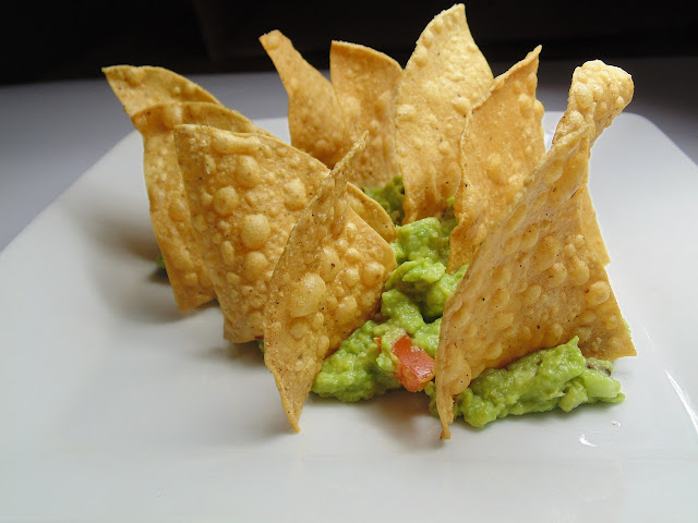 nachos sau chipsuri de porumb cu sos guacamole