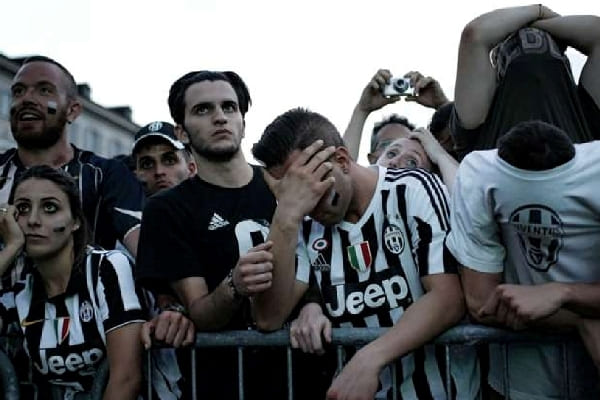Fans Juventus Menangis