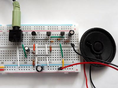 Amplificatorul audio cu tranzistoare uzuale construit pe o placă de test