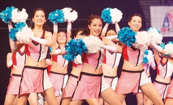 (L-R) Yui (Hirona Yamazaki) Hikari (Suzu Hirose) and Ayano (Ayami Nakajo) in LET'S GO, JETS! (2017)