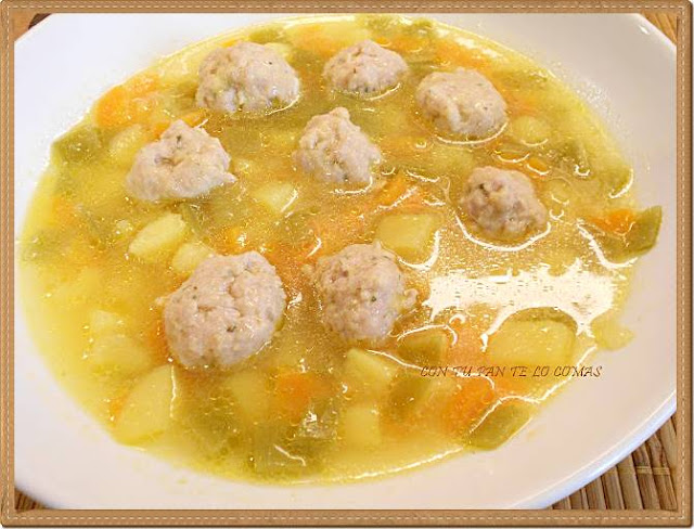 Sopa de verduras con albondiguitas