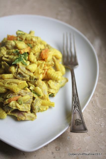 Nudelsalat mit Curry und Mango