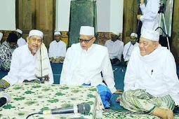 KH Anwar Manshur Lirboyo: Putro Sampean Gelem Mondok niku Pitulunge Allah Engkang Ageng