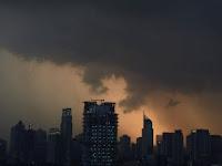 Dahsyatnya Siklon Cempaka yang Dekati Pulau Jawa, Nelayan pun 'Takut Melaut'