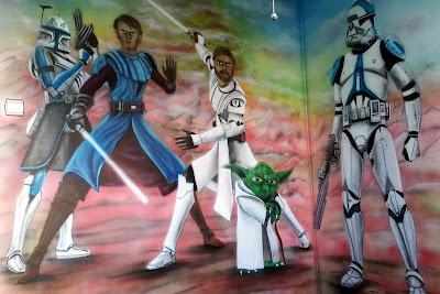 Aranżacja pokoju dziecięcego, malowanie Gwiezdnych wojen, mural w pokoju młodzieżowym