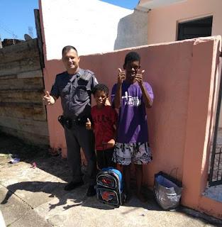 Policiais Militares ajudam menino de 9 anos que não tinha material escolar