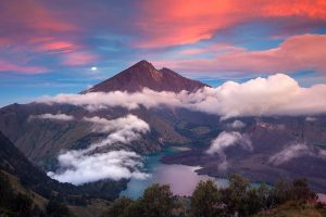 Gunung Rinjani di Nusa Tenggara Barat