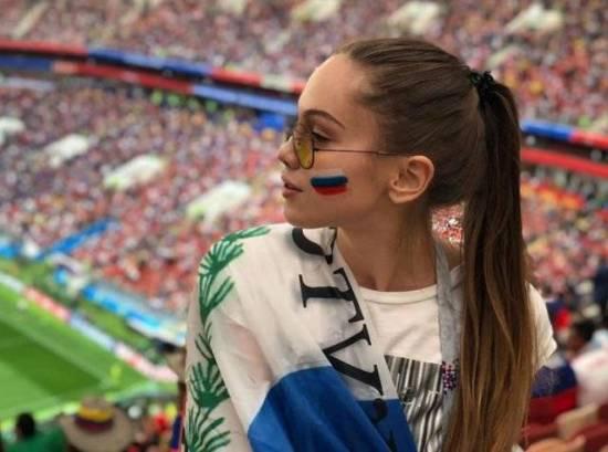 Suporter Rusia ini mengabadikan momen saat mendukung tim kesayangannya