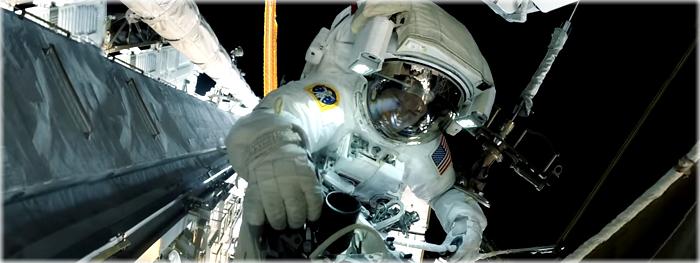 video mostra o que astronauta ve durante caminhada espacial