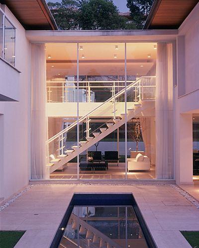 Strane case strane vite una casa da sogno arredamento essenziale moderna bianca e piscina - Arredo casa da sogno ...