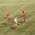 La photo hallucinante de Lionel Messi au milieu de 9 joueurs chiliens, lors de la finale de la Copa América