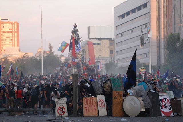 ¿Con la misma piedra? : Chile 2020 en el espejo de Chile 1973; por Mauricio Rojas