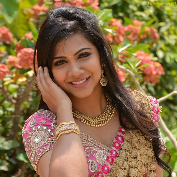 Madonna Sebastian latest photos in saree