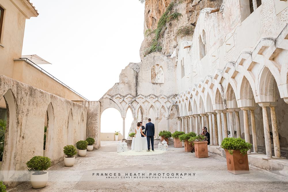 Symbolic wedding ceremony at Hotel Convento cloisters