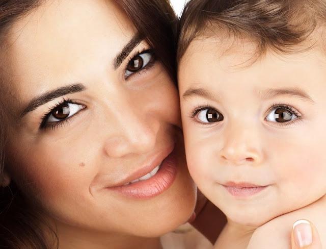 """Veja a reação de um bebê surdo quando ela ouviu pela primeira vez sua mãe dizer """"eu te amo"""""""