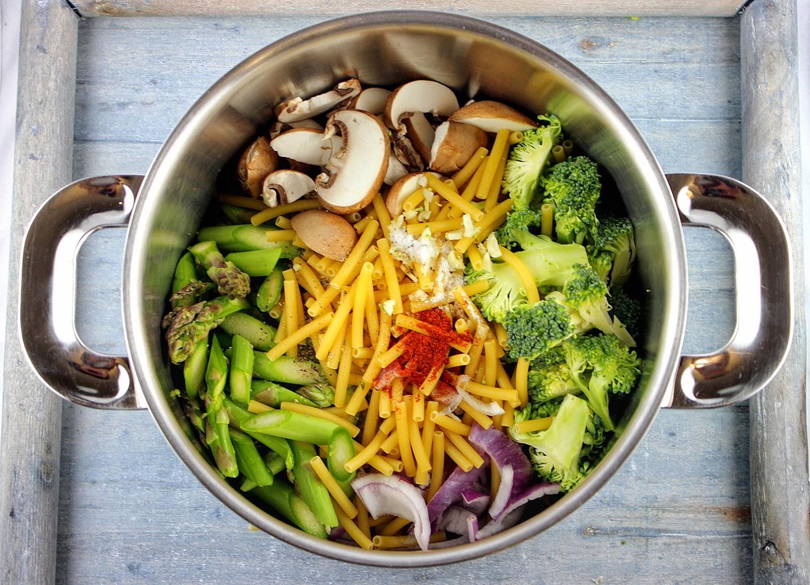 gaumenthrill der fr hling aus einem topf one pot pasta. Black Bedroom Furniture Sets. Home Design Ideas
