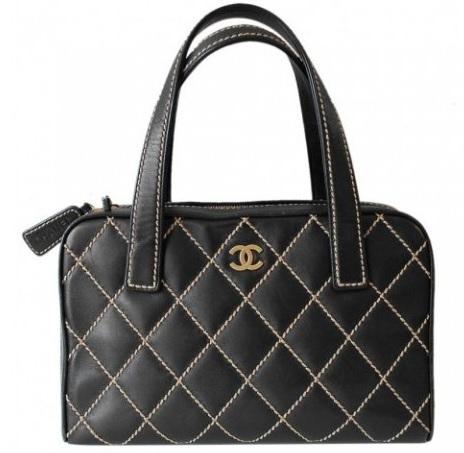 451d30a1432 Chanel Black Calfskin Surpique Bowler, Valor Real $800.000. Arriendo por un  mes $80.000. Alquilarla por 15 días $40.000
