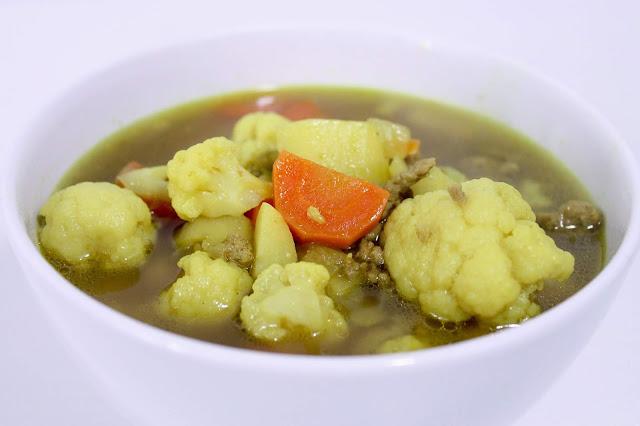 Zupa z kalafiorem i indykiem