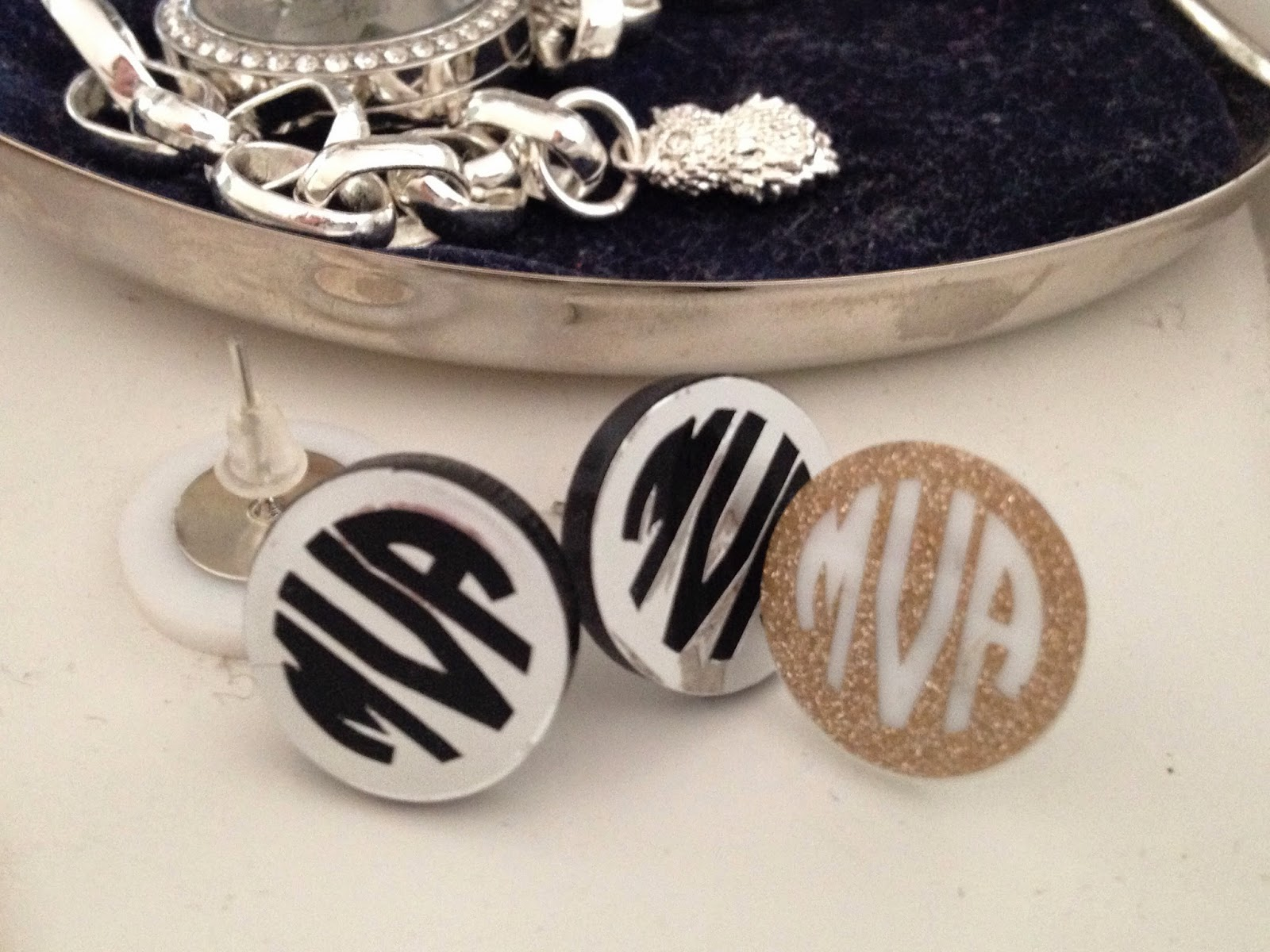 Tiny, small, Silhouette designs, tip, cutting, weeding, placing, monogram, earrings
