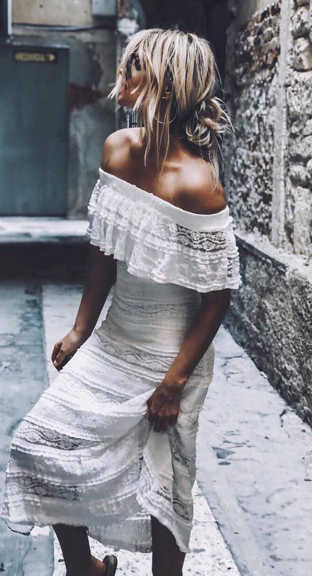 awesome outfit idea with a white maxi dress