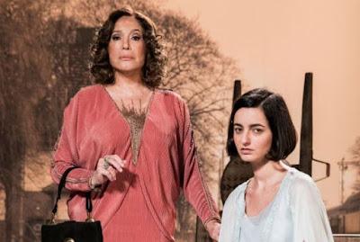 Justina e sua mãe, Emília. Foto – Globo.