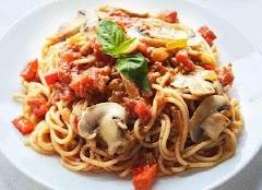 Pasta integral con tomate y champiñones