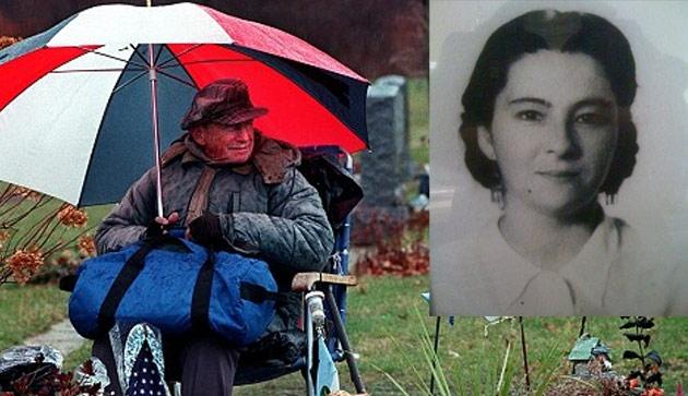 Cerita Abadi Tentang Cinta Sejati, 20 Tahun Dia Setia Mengunjungi Makam Sang IstriI - Kabar Terkini Dan Terupdate