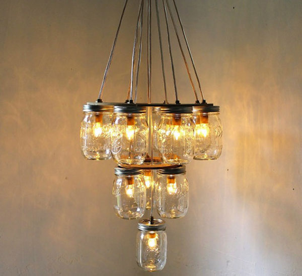 Lámpara hecha con mason jars o tarros de cristal