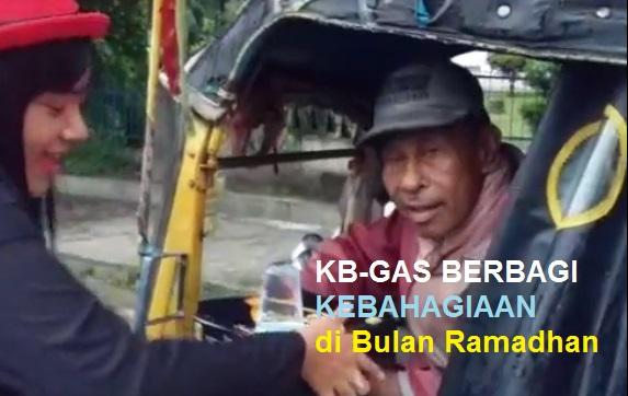 VIDEO KB-GAS Berbagi Makanan Berbuka Puasa Kepada Abang-Abang Becak di Kota Pematangsiantar