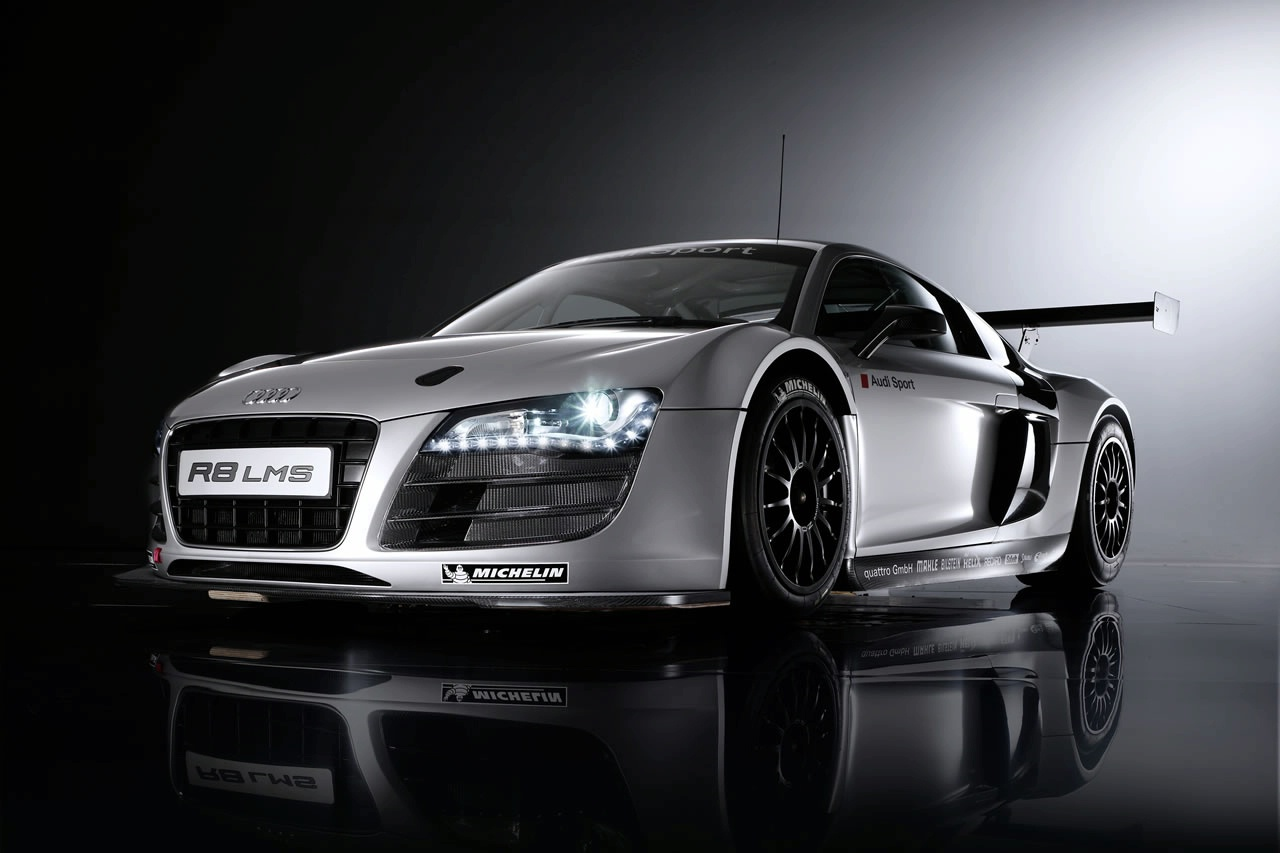 World Of Cars: Audi r8 race car