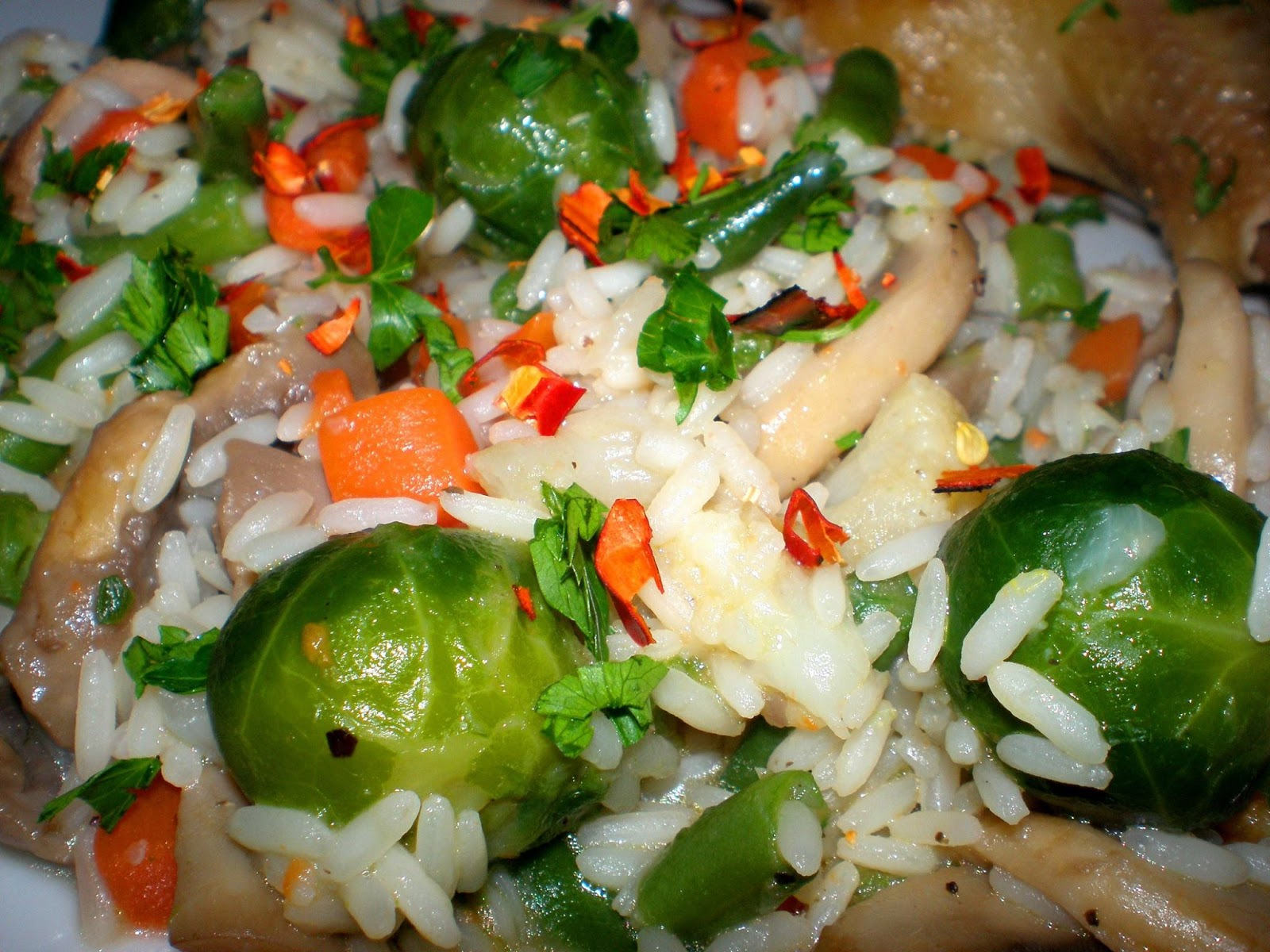 Găinușă de curte cu orez și legume