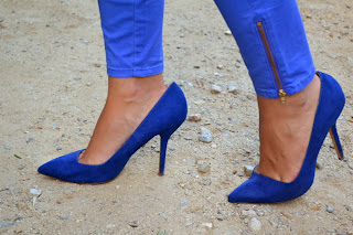 4 maneras de llevar... zapatos azules de tacón